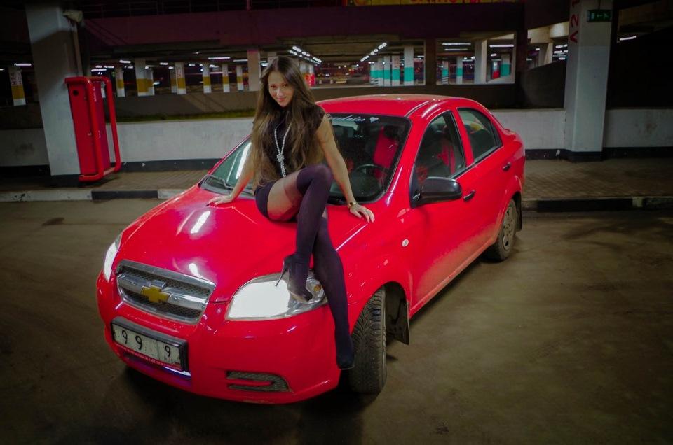 Chevrolet Aveo 2006 и девушка